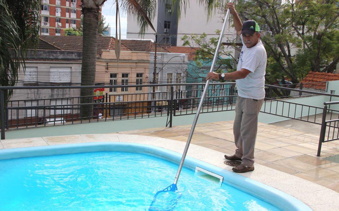Cuidando bem da piscina do seu condomínio